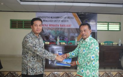 Serah Terima Tim Volunteer Desa Wisata Bahasa FKIPUM Metro