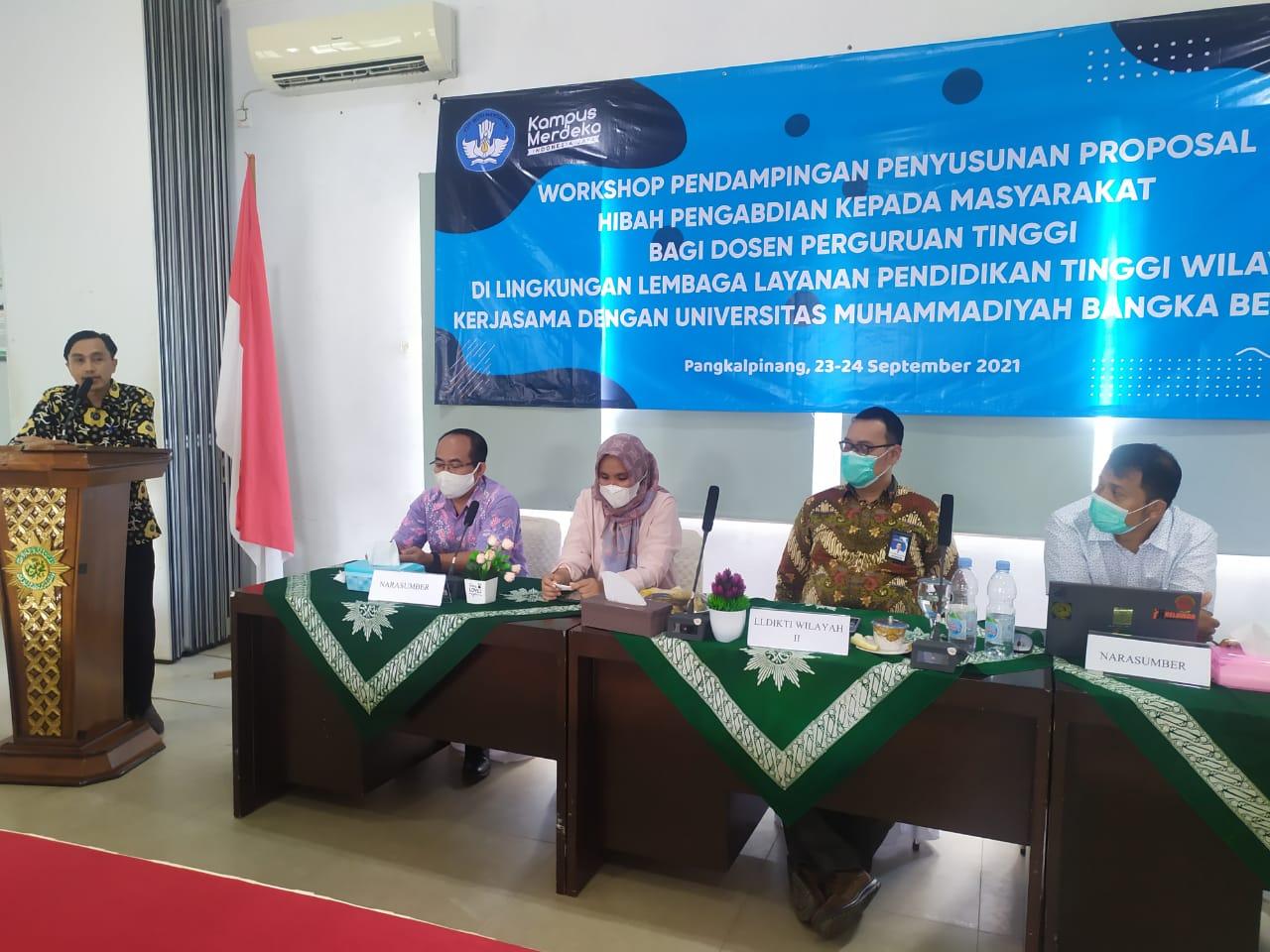 Nedi Hendri Beri Tips dan Trik Penyusunan Proposal Hibah Pengabdian kepada Masyarakat di UM Bangka Belitung