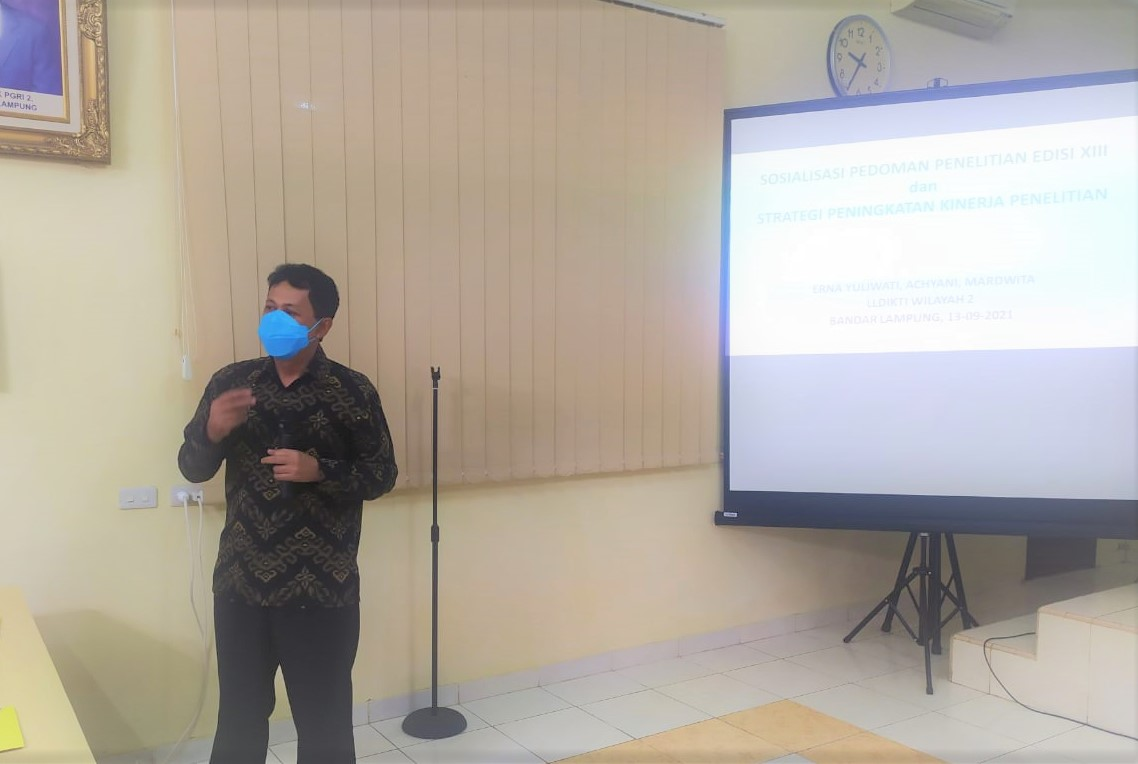 Dr. Achyani Beri Pendampingan Penyusunan Proposal Penelitian di STKIP PGRI Bandar Lampung