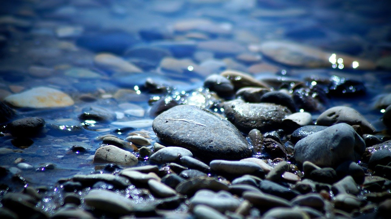 Batu dan Air, antara Rasional dan Irasional